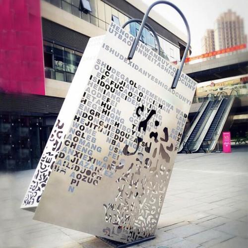 不锈钢大型购物摆件