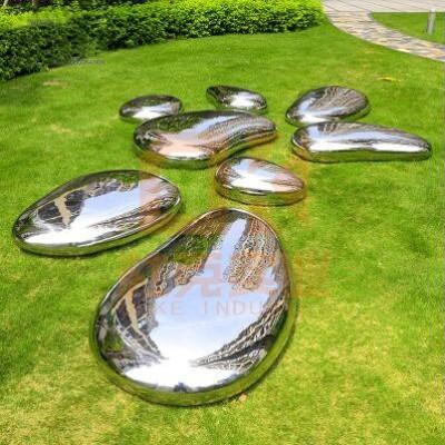 不锈钢水滴石头雕塑