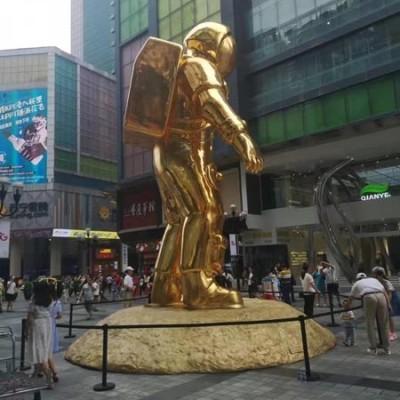 重庆解放碑8米超霸气太空人雕塑