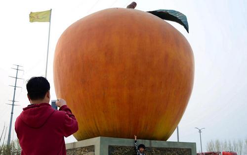 巨型玻璃钢苹果雕塑,不一般的仿真雕塑!