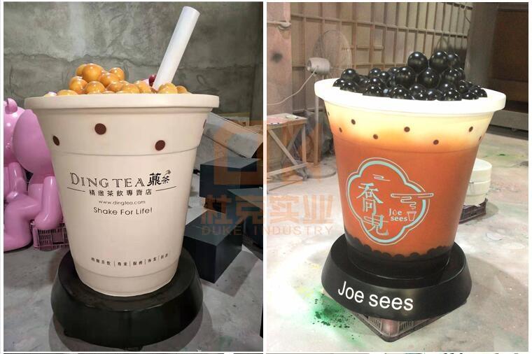 开奶茶店吸引人流,门口放一个奶茶雕塑就好了!