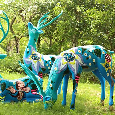 彩绘麋鹿玻璃钢雕塑,栩栩如生精雕细琢的代表作!