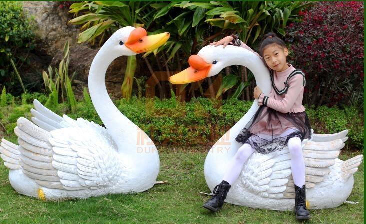 玻璃钢天鹅雕塑,不能游泳的天鹅!
