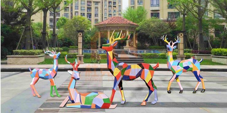 玻璃钢七彩鹿雕塑,户外园林首选雕塑!
