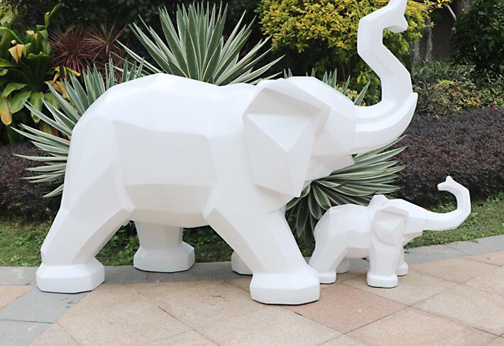 小区玻璃钢雕塑,大家都喜欢在小区摆放这些雕塑!