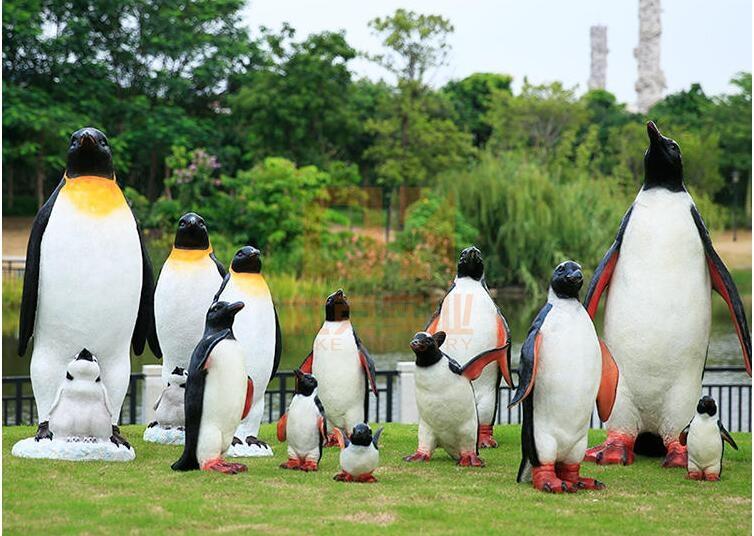 仿真企鹅玻璃钢雕塑,让夏天清凉一下!