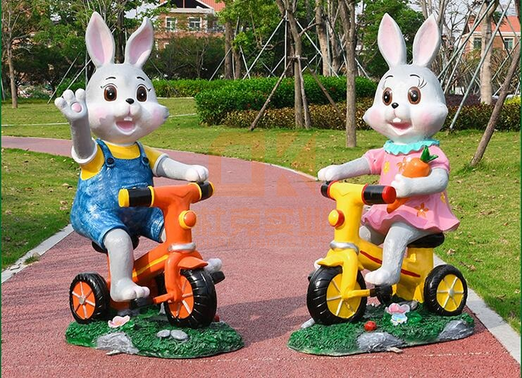 骑行卡通兔子雕塑,好品质的玻璃钢雕塑!