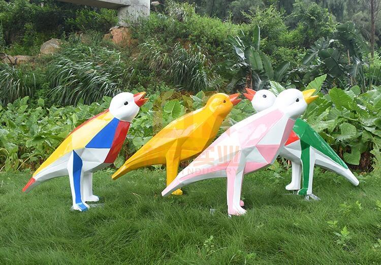 玻璃钢园林块面鸟雕塑,园林中心主题包装!