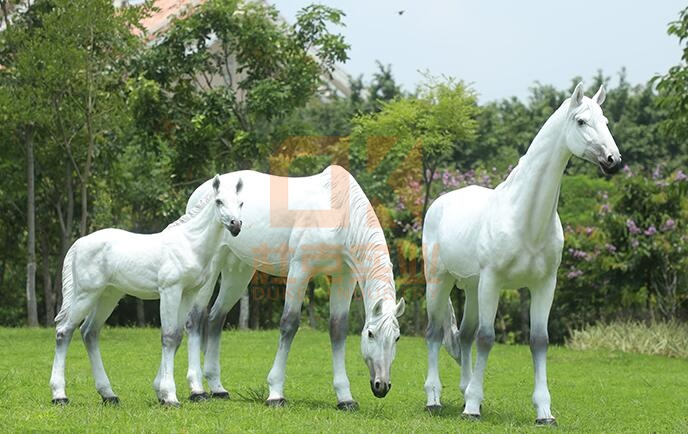 玻璃钢马雕塑,定制玻璃钢马雕塑怎么选择!