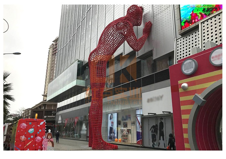 不锈钢镂空巨人雕塑