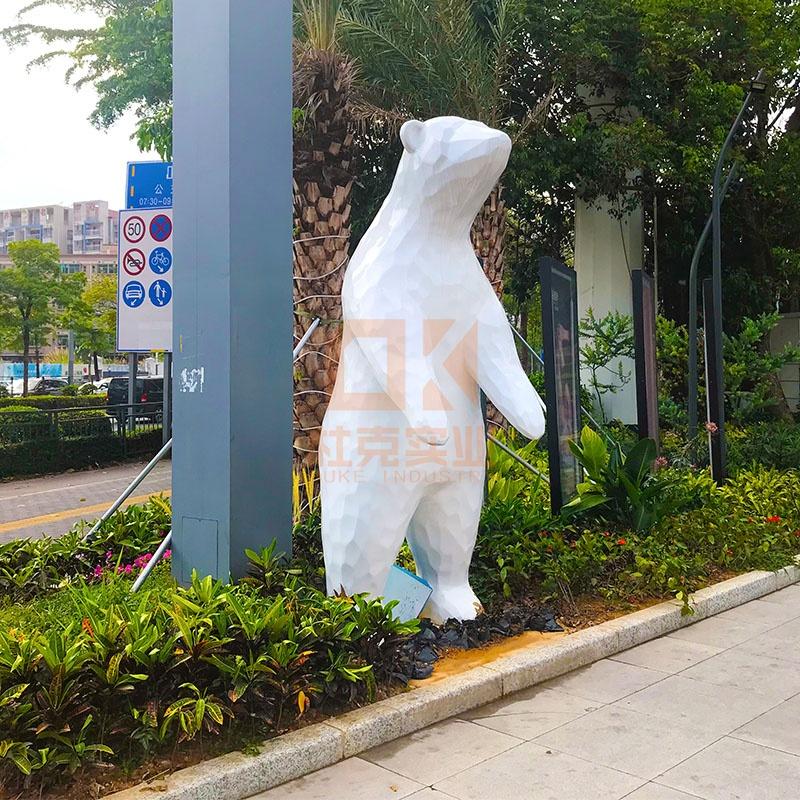 玻璃钢雕塑定制,为什么受园林景观和商场美陈欢迎!