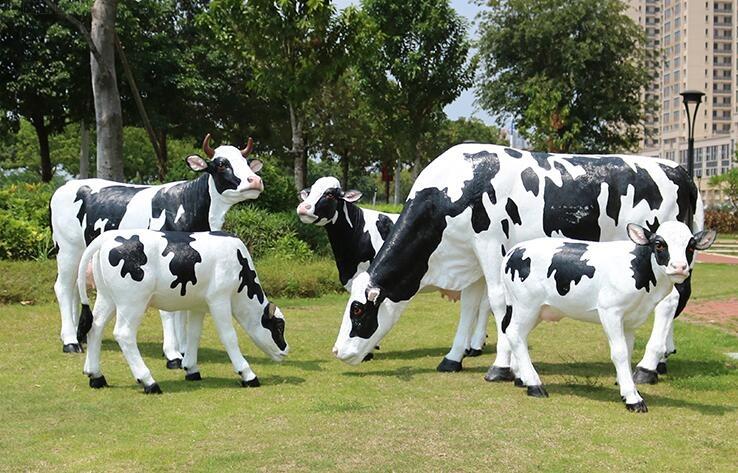 玻璃钢奶牛雕塑,仿真的奶牛雕塑摆件!