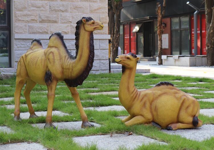 仿真骆驼玻璃钢雕塑,园林景观别墅幼儿园非常适合摆件!