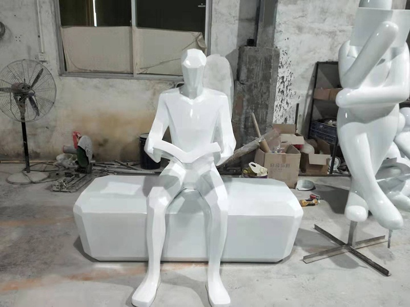浙江省丽水市外国语学校玻璃钢读书人物雕塑制作完成