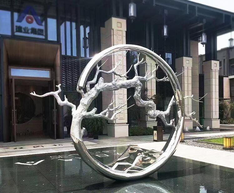 室外雕塑一般用什么材质?户外雕塑都选玻璃钢雕塑和不锈钢雕塑!