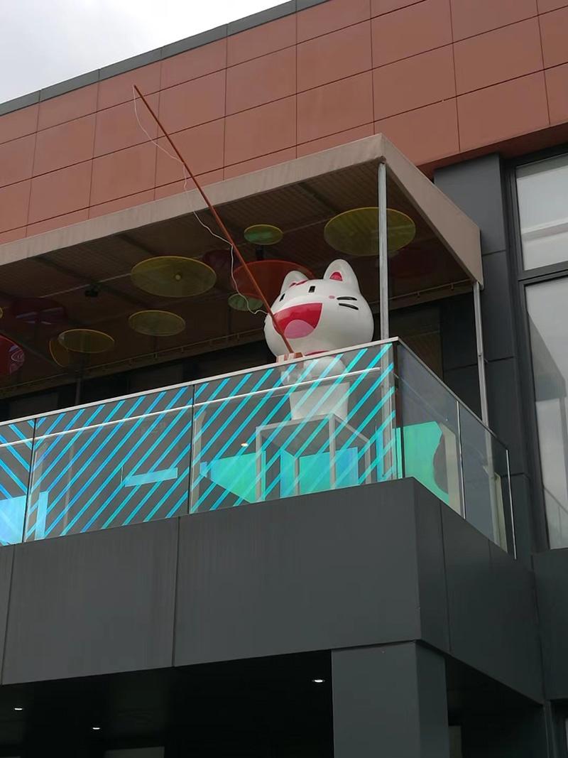 玻璃钢猫咪雕塑,都喜欢找猫咪雕塑拍照!