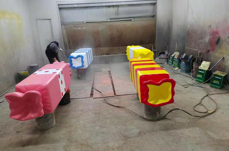 幼儿园和儿童乐园都喜欢摆放的玻璃钢糖果坐凳!