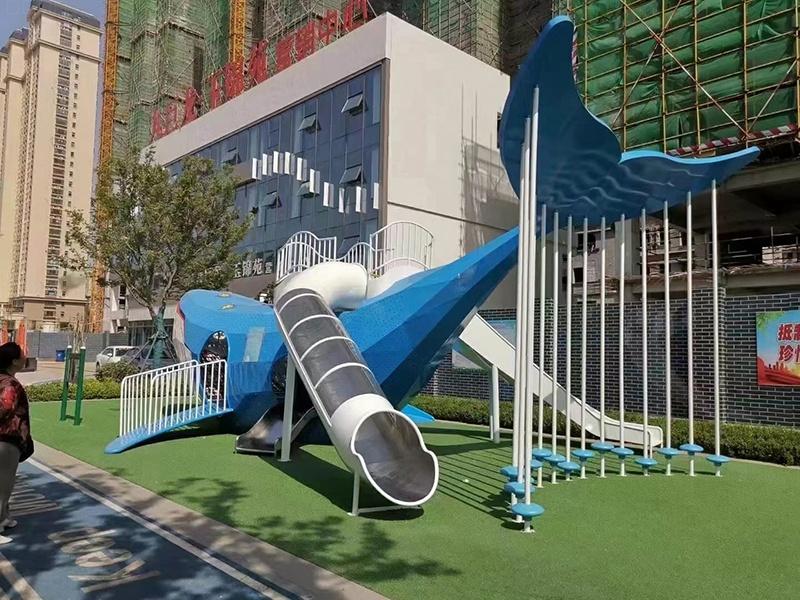 河南项目儿童不锈钢鱼形滑梯安装施工完成